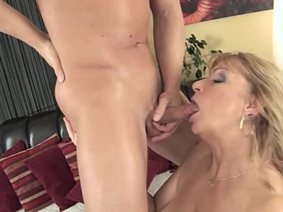 Asiatische Strapon-Pornos