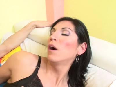 Anal Sex für die geile Schlampe in roter Unterwäsche
